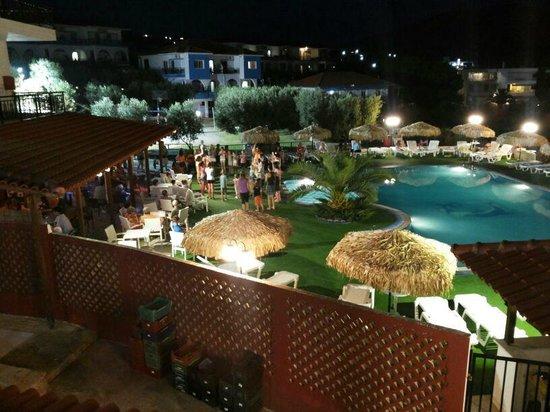 Sonia Village Hotel: Pool at night