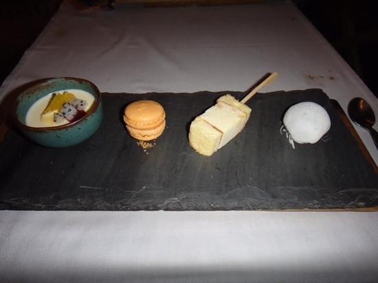 Issaya Siamese Club: Desserts, Panacotta, Macaron and ice creams