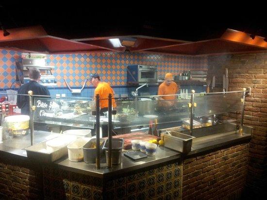 FloJos: Die offene Küche im 1. Stock.