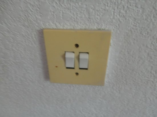 Nympha Hotel: turn on the light, please
