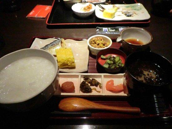 Richmond Hotel Sapporo Ekimae: 1階の食堂は庶民的で美味しい