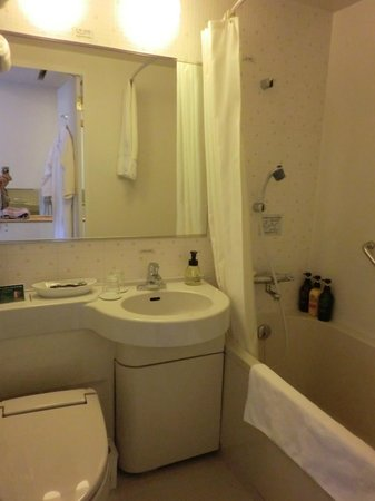 Richmond Hotel Sapporo Ekimae: バスルームはコンパクト