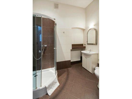 Abella Suites&Apartments: Bathroom