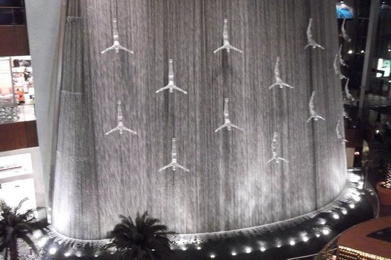 Dubai Shopping Centre: Amazing huge waterfall which I loved :)!