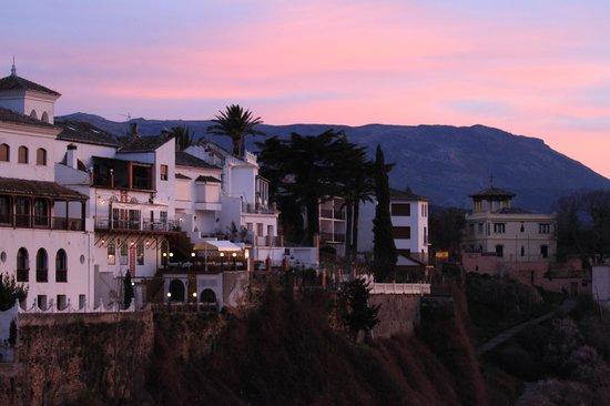 Hotel Montelirio: Picture taken from bridge