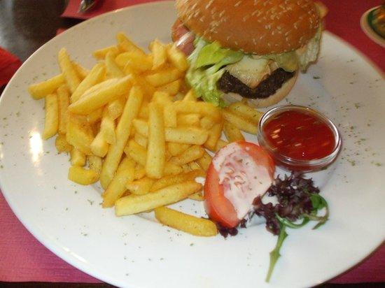 Shamrock Irish Pub : Yummy burger and fries