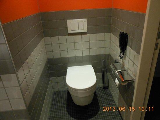 Radisson Blu Hotel, Zurich Airport : トイレは、独立!