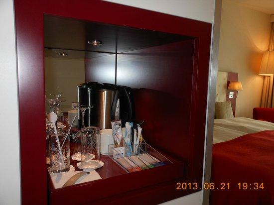 Radisson Blu Hotel, Zurich Airport: 湯沸しポットは大型!