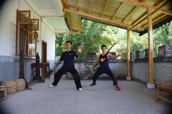 Yangshuo Nengda Taichi & Kungfu School: Da Dao training