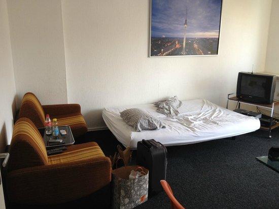 M M Central Apartments: soggiorno/divano letto