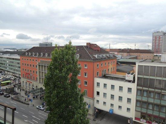 Hotel Europaischer Hof: レンガの建物が駅舎です