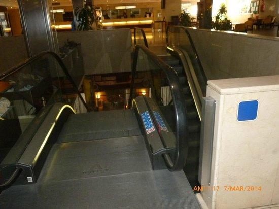 Weare Chamartín Hotel: Escaleras.