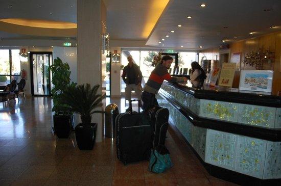 Hotel Apartamento Brisa Sol: lobby del hotel brisasol