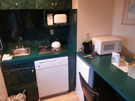 Crystal Beach Suites Hotel: Kitchen