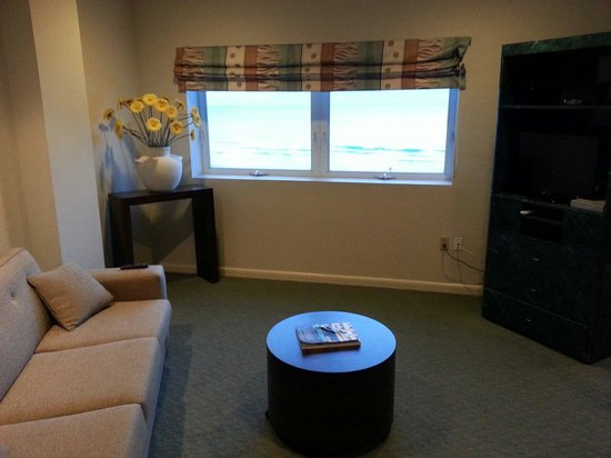 Crystal Beach Suites Hotel: Living room