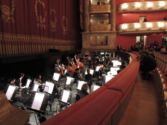 Bayerische Staatsoper: 公演は16時から19時半までです