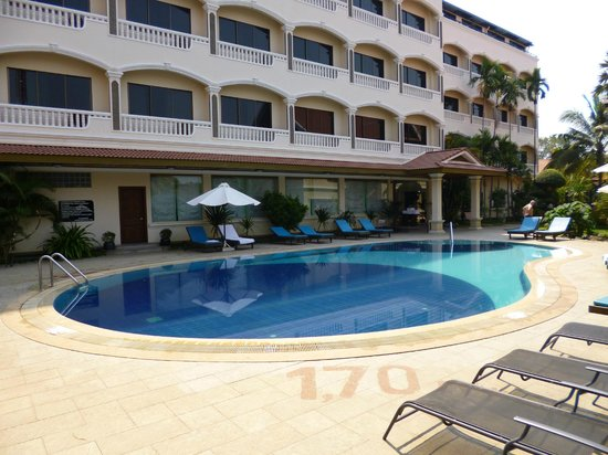 Khemara Angkor Hotel & Spa : The pool.