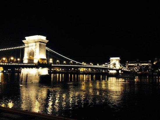 Marmara Hotel Budapest : Chain bridge
