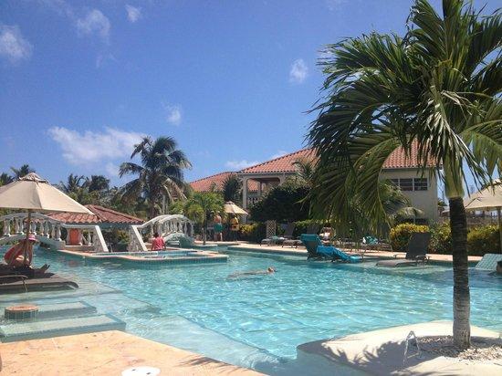 Belizean Shores Resort: Pool View