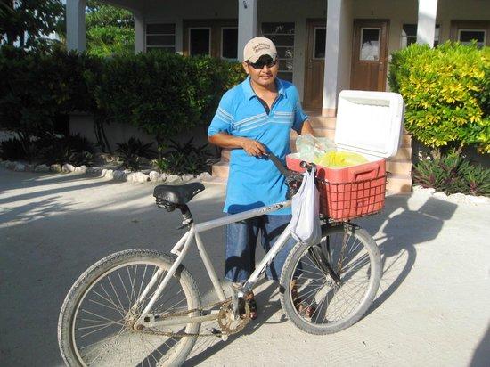 Belizean Shores Resort: Morning burrito guy!