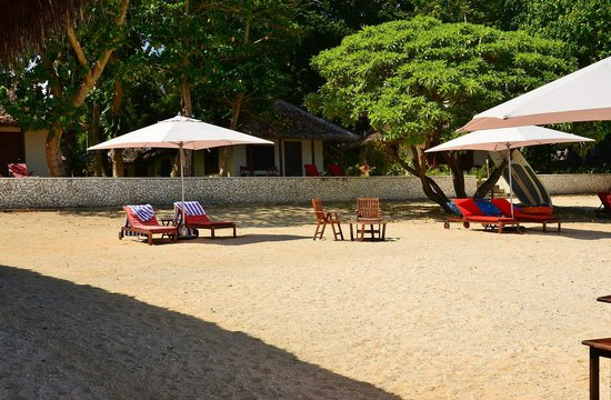 CoCo Beach Resort: Relaxing by the beach
