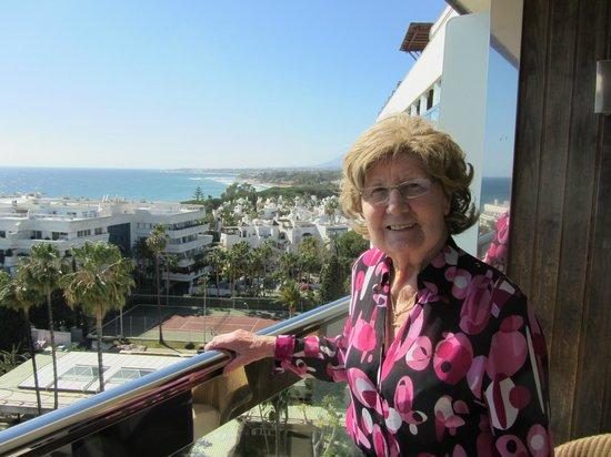 Gran Melia Don Pepe: Meine Mamsch auf dem Zimmerbalkon
