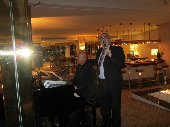 Gran Melia Don Pepe: Beim Singen in der Hotelbar