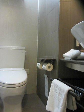 Citadines Central Shinjuku Tokyo: Banheiro menor ainda