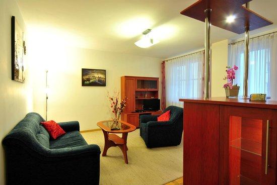 Be My Guest Apartments: salon -apartament dwupokojowy