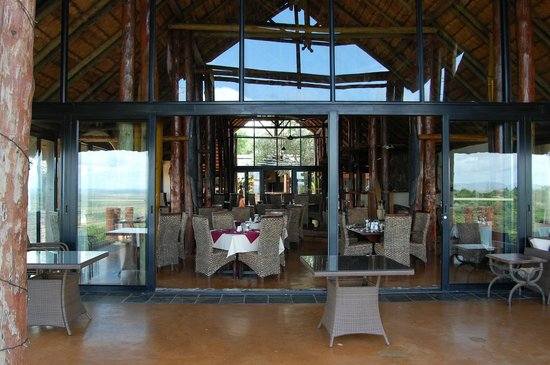 Zulu Nyala Game Lodge: The dining room terrace