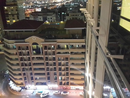 Citymax Al Barsha: Restaurants around the hotel