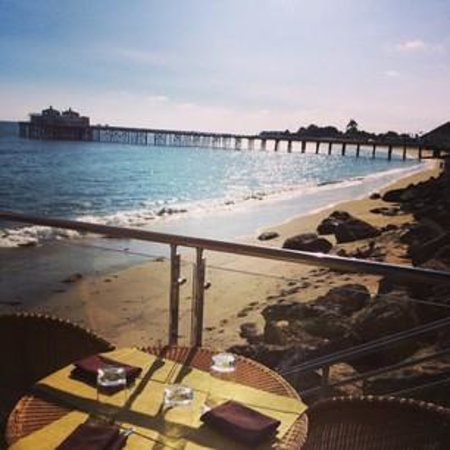 Malibu Beach Inn: best view for lunch!