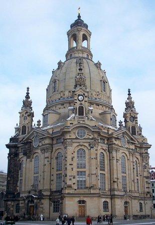 NH Dresden Neustadt: Die Frauenkirche - sehr sehenswert !!! Sehr freundliche und auskunftsfreudige, ehrenamtliches Te