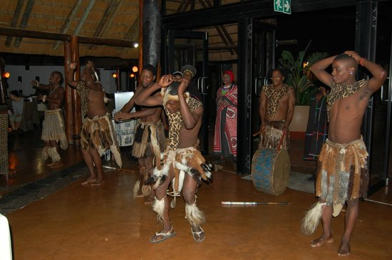 Zulu Nyala Game Lodge : Show during dinner
