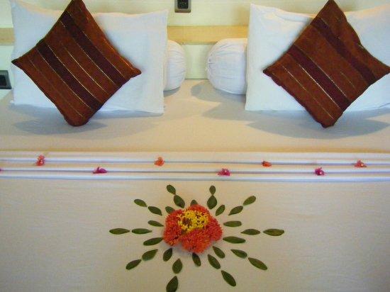 Danima Resort & Restaurant: Attention to detail - bed.