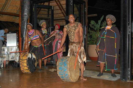 Zulu Nyala Game Lodge: Show during dinner