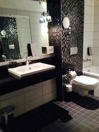 Clarion Hotel Ernst: Bad på suite