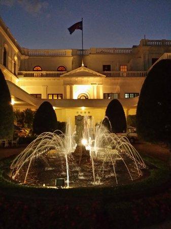 Mount Lavinia Hotel: Entrance area