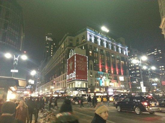 Econo Lodge Times Square: A escasas cuadras esta una de las mejores tiendas