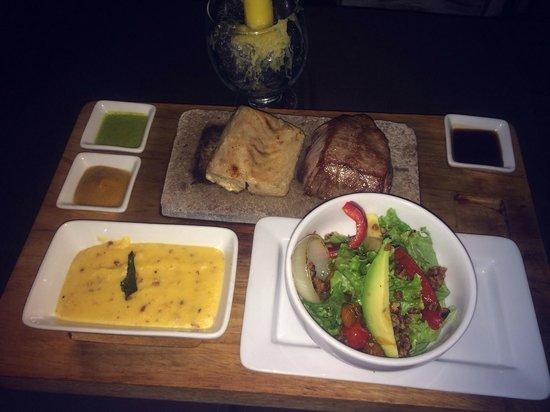 Uchu Peruvian Steakhouse: Lomo de Res e peixe branco