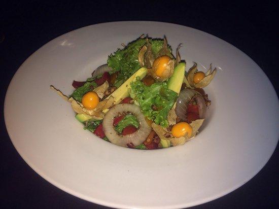 Uchu Peruvian Steakhouse: Salada um pouco exagerada no doce
