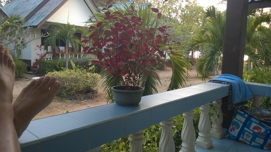 Khlong Dao Beach Bungalow : View from bungalow balcony