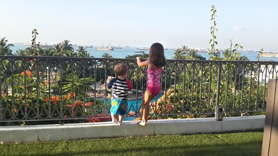 Shangri-La's Rasa Sentosa Resort & Spa : View from yard of Deluxe Sea View Suite