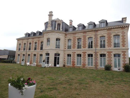 Hotel du Chateau : Vista dal parcheggio