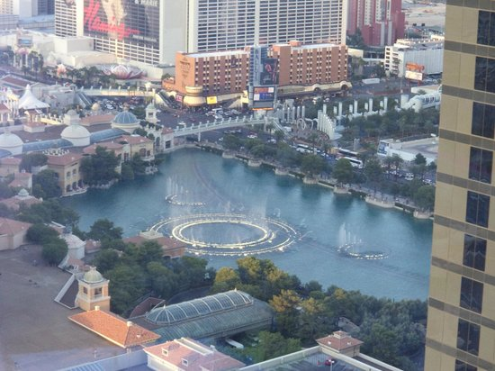 Vdara Hotel & Spa : View of the Bellagio fountains