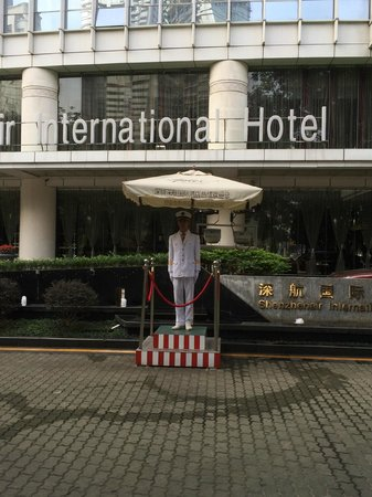Shenzhenair International Hotel: Welcome guy at front gate!