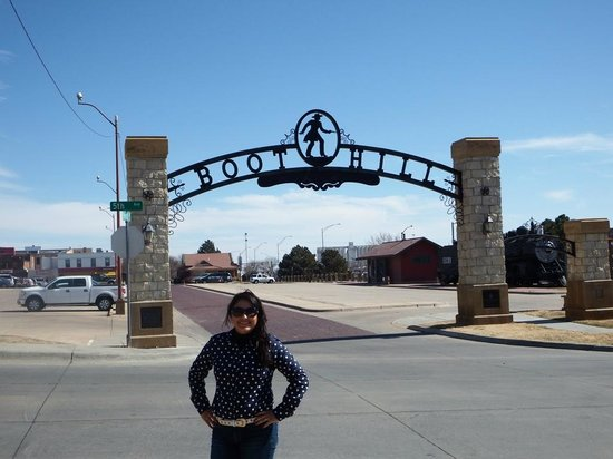 Boot Hill Museum: Nice place for wimmen folk too!