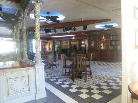 Hotel Ambassador Playa: Explorers bar