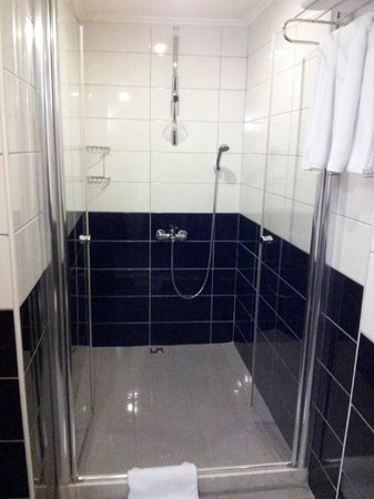 Seraglio Hotel and Suites: Una gran ducha