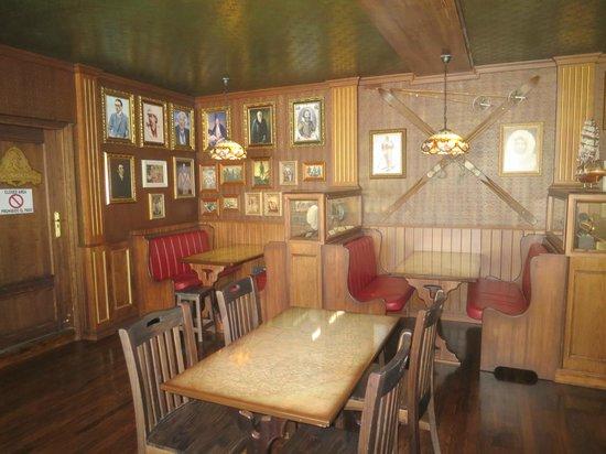 Hotel Ambassador Playa I & II: Explorers Bar